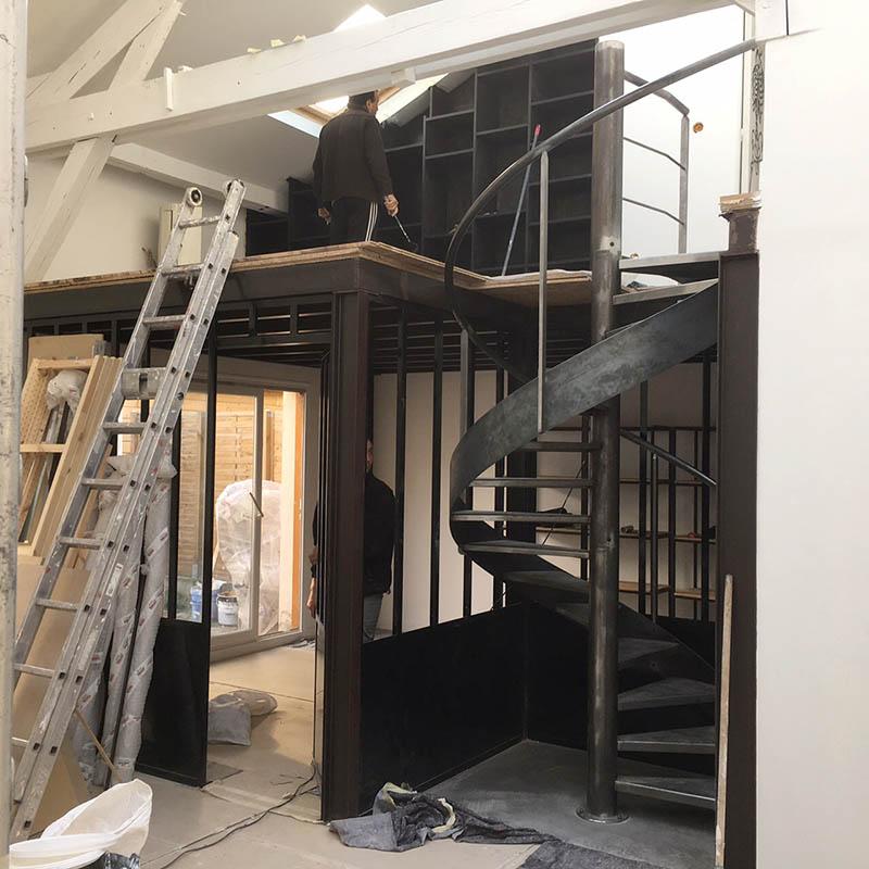 Escalier et mezzanine en acier à Montreuil