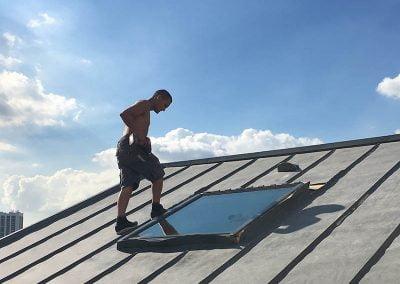 Pose de Velux sur les toits de Paris