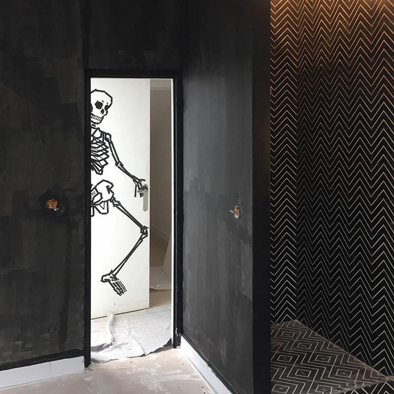 Décoration de la douche carrelée du loft atelier