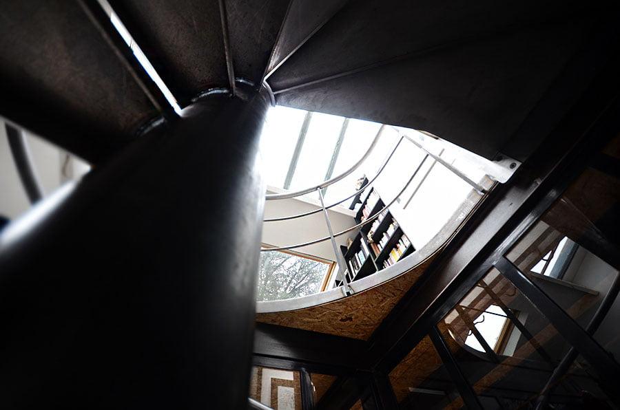 Fabrication d'un escalier en colimaçon en acier brut