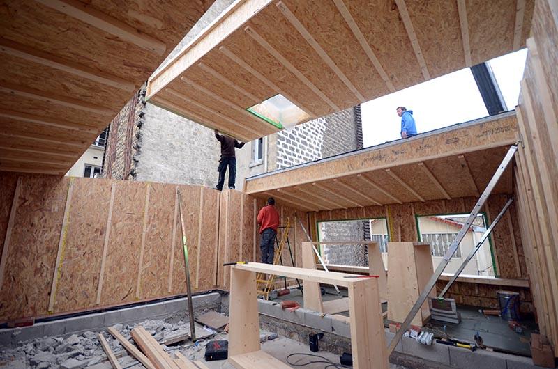 Surélévation et extension d'une maison en bois à Asnières