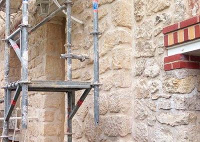 Rénovation des joints à la chaux et ciment blanc