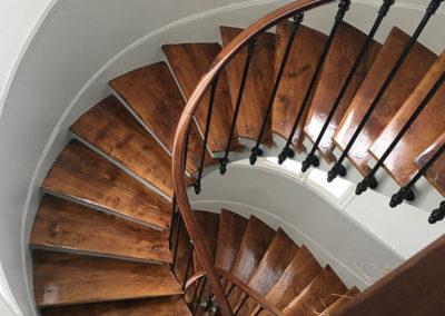 Rénovation des marches de l'escalier