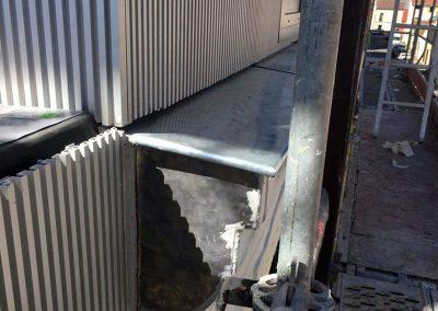 Raccordement du bardage en alu sur l'ancienne construction