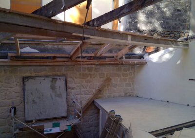 Démolition de l'ancienne toiture à Paris