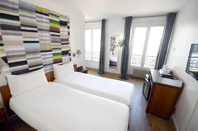 Pose de parquet flottant dans les chambre d'hotel à paris