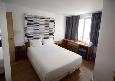 Travaux de menuiserie dans les chambres de l'hotel du Leman à Paris