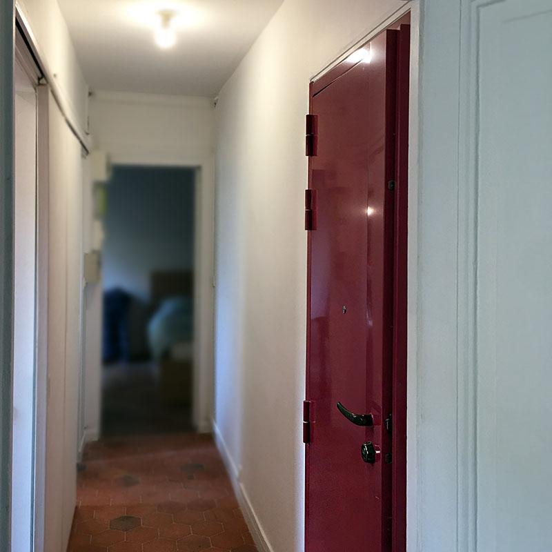 Pose de porte blindée d'un appartement parisien