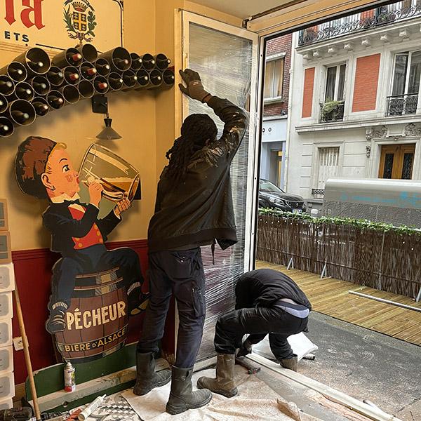 Pose d'une baie vitrée pour restaurant à Paris